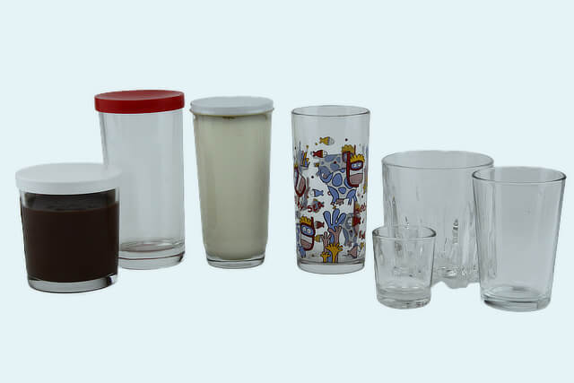 Drinking glasses and tumblers